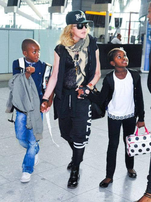 Madonna & Kids Jet Into NYC