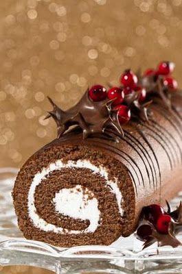 En France pendant les temps du Noël, ils font des Bouche de Noëles. C'est un gâteau chocolat.