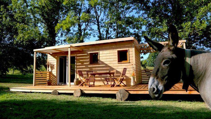 Brikawood : une maison en briques en bois à construire seul, sans clou ni vis