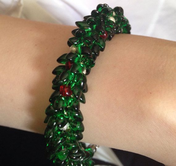 Christmas Kumihimo Wreath Bracelet made by ForgivenMuse for sale on Etsy.
