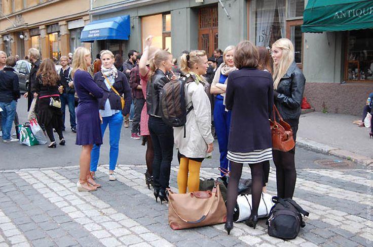 в финском городке Коувола, проходит традиционный фестиваль «Ночь моды», который собирает всех модников и любителей шопинга. Этот фестиваль состоится два раза в год – весной и осенью.