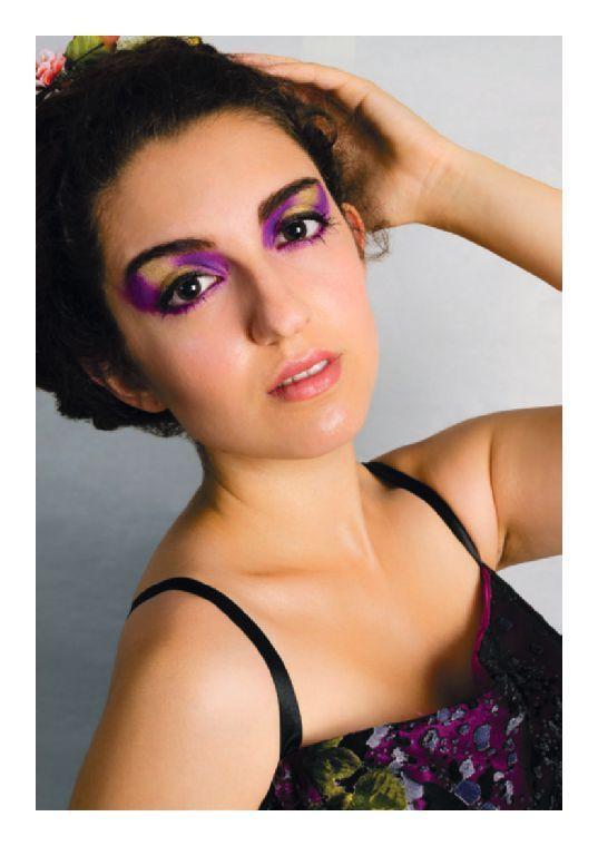 Revista independiente que promociona porfolios de fotografía , moda y belleza. https://www.yumpu.com/es/document/view/58137777/mds-magazine-17