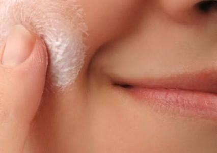 Limpeza profunda dos cabelos: adicione um pouco de bicarbonato ao seu xampu para fazer uma limpeza profunda e remover totalmente os resíduos que ficam nos fios.    Cuidados com as