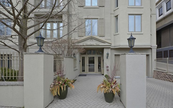 12 Woodlawn Ave. West #302  $1,348,000 ellidavis.com