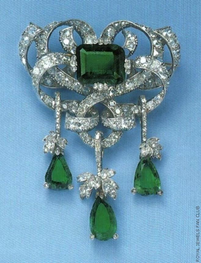 Princess Lilian's Emerald Scroll Brooch