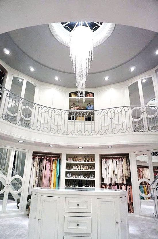 Great Walkin Closets You Wonut Mind Living In With Walk In Closets Pinterest