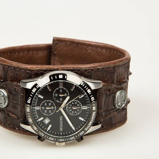 This week we fokus on Mens Product Photography ! Don't forget to visit everyday & follow our page to stay updated   Follow us @stoker_studio !  Don't believe me..? just WATCH ⌚  #productphotography #feature #brown #crocodile #leather #watch #vintage #skinners #brand #fashion #style #product #accessories #men #photography #stokerstudio