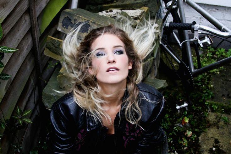 "German synth pop singer Nina premieres New Song ""Beyond Memory"" produced by Richard X / ドイツのシンセ・ポップ・シンガーNinaの新曲「Beyond Memory」がIdolatorで特集された。"