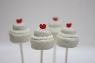 Résultats Google Recherche d'images correspondant à http://mariageoriginal.files.wordpress.com/2011/09/sucettes-en-forme-de-gateau-mariage.j...