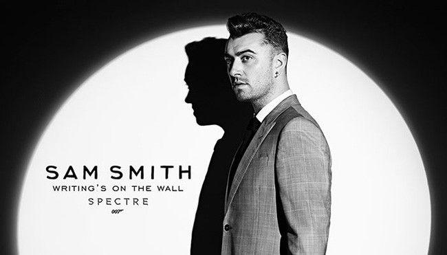 """Sam Smith se pone el """"traje"""" de James Bond en 'Writing's On The Wall' para Spectre"""
