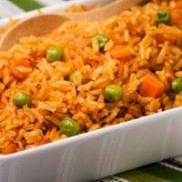 Uno platillo que no puede faltar en las mesas mexicanas es el arroz rojo que queda bien con casi todo y aquí en Sabor a México.