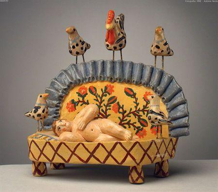 Menino no berço, barro policromado. Figura de presépio de Estremoz - Museu Nacional de Etnologia
