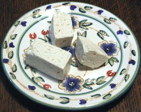 Aprenda a fazer queijo feta. Passo a passo com fotos!