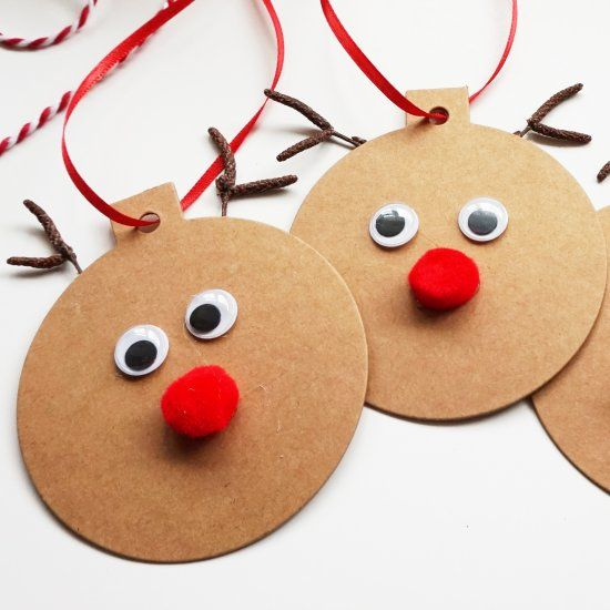 How adorable are these easy to make Rudolph Gift Tags?  Make them yourself or with your littles.  They're great on gifts or as ornaments.