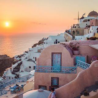 Enjoy the amazing view, the #architecture, the #sunset.... #Santorini Photo credits: @jeremyjauncey