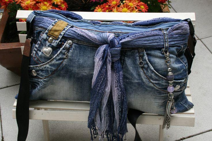 Umhängetaschen - Jeanstasche blau, Umhängetasche, Taschenbaumler - ein Designerstück von Angelas_Kreativwelt bei DaWanda