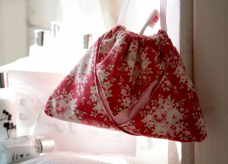 A really simple and quick little pouch just using two squares of fabric! This would make a fabulous gift bag, or a lingerie pouch when you're spending time a...