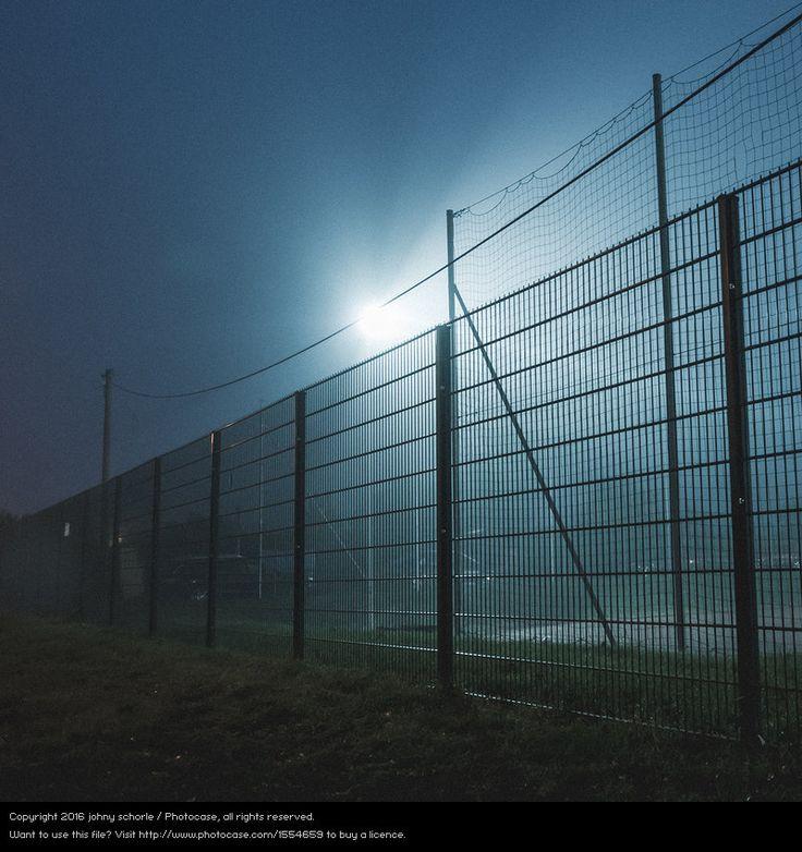 LIGHTBOX ::: Zu Erfurt hättes heute jedenfalls perfekt gepasst. Eine große Portion Trübheit. Zusammengestellt in 79 Fotos aus den letzten Jahren. Erstaunlich viel Schottland dabei, wie kommt das bloß? ;) http://www.photocase.de/publiclightboxes/243501 #fog #dark #night #fear #sadness #fence #border #soccer #football #Erfurt #photography #stock