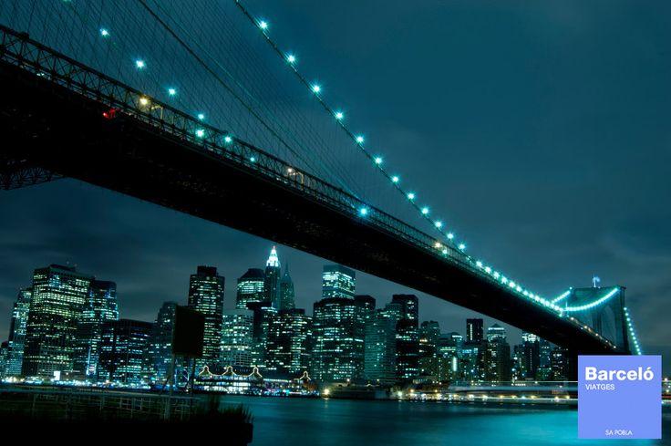 TOUR NOCTURNO POR NUEVA YORK Un tour ideal para visitar algunos puntos estratégicos para conseguir las mejores vistas de la ciudad iluminada e iremos a las zonas con más vida nocturna. Para más información: Tlf. 971.54.44.22 www.facebook.com/barceloviatgessapobla