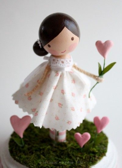 serious cuteness at this etsy shop!!  She's making me want to do this kind of peg doll for h's new dollhouse instead of the little ones!