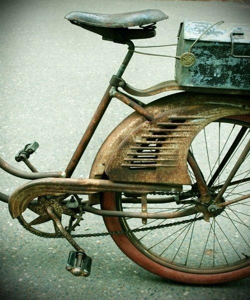 Bici antigua para estilo vintage, o wabi-sabi • Antic bike for vintage decoration or a wabi-sabi air
