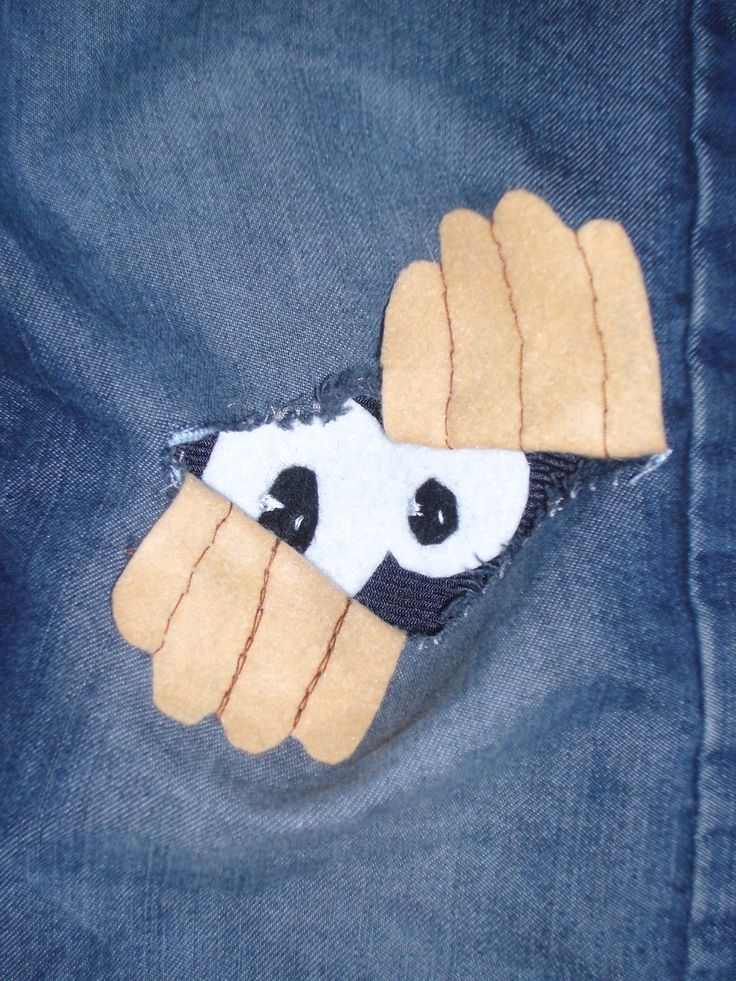 little person inside Patches. This is a creative solution for pants that have holes in the knees. #patch #Jean #Kid