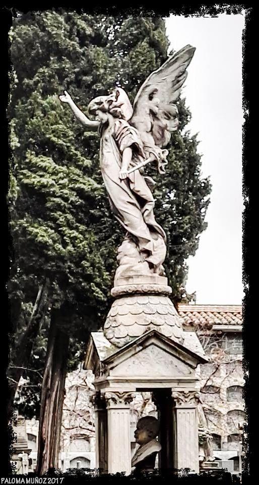 Arte funerario. Angel presidiendo el monumento funerario. Funeral art Angel presiding over the funerary monument