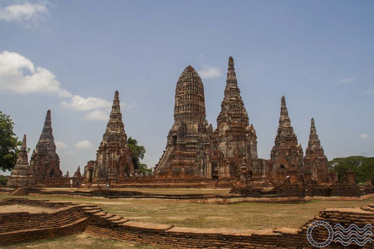 Info about 1 day trip to Ayutthaya from Bangkok on train, renting bike in place. The best 1 day route around Ayutthaya with pictures.
