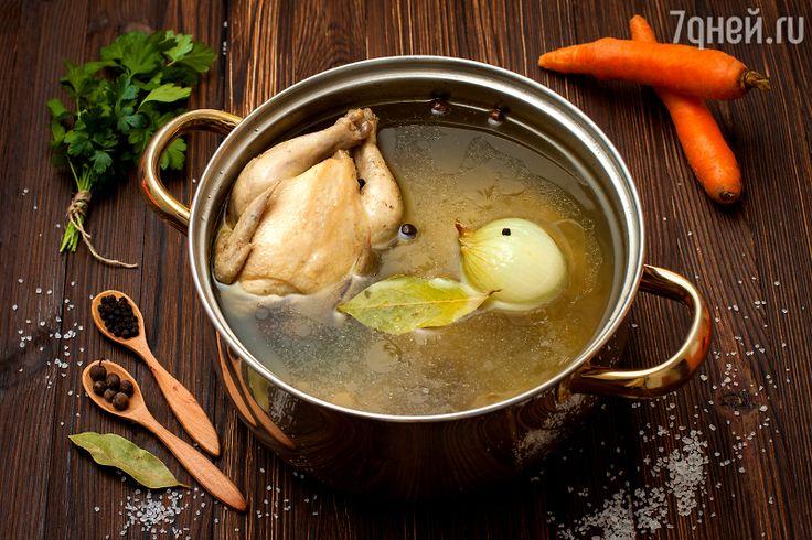 Ингредиенты:    1 кг курицы 2 столовые ложки оливкового масла 1 большая морковь 1 луковица 2 стебля сельдерея 1 лук-порей 1 лавровый лист 1 веточка тимьяна 2 зубчика чеснока 2 столовые ложки томат-пюр…