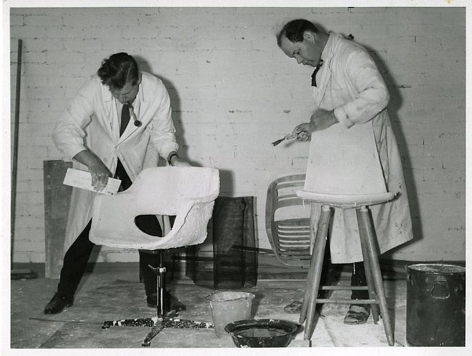 Precise work. Olli Mannermaa and Olof Pira work on their chairs. Mannermaa's Kilta chair became Finland's first plastic chair, while Pira's chair did not make it into production. (In the 1950s)