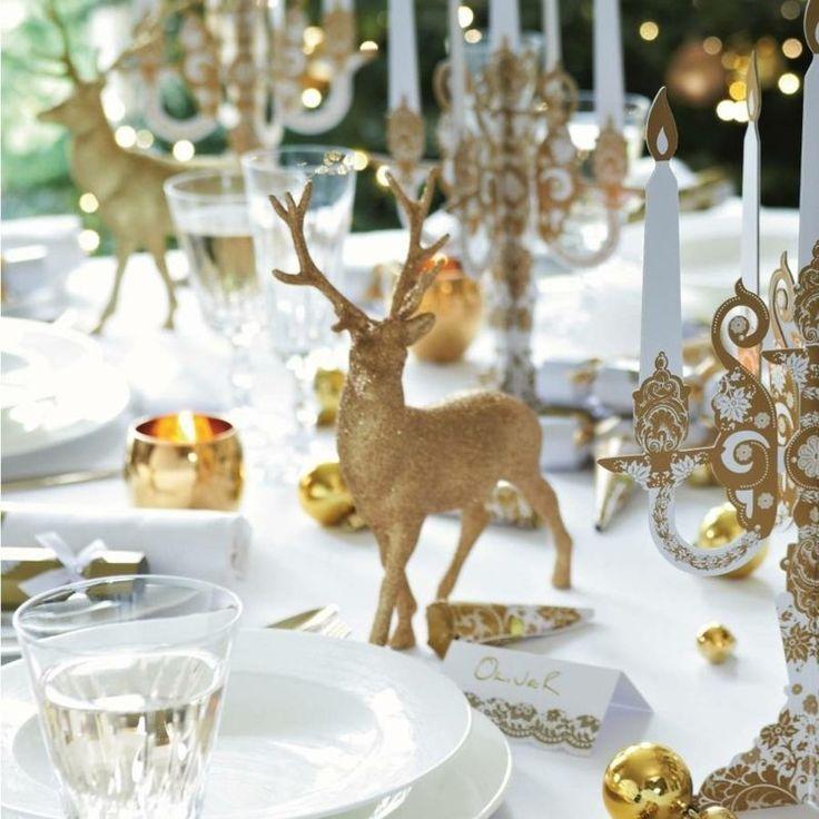 déco de table pour Noël en blanc et or - figurines de cerfs, bougeoirs en carton et porte-bougies or
