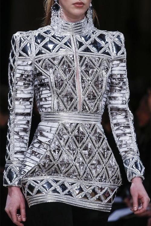 Structured Fashion, richly embellished patterns & textures - elegant metallics; fashion details // Balmain #elizabethan beauty