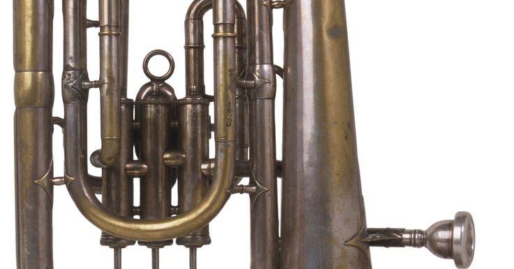 A diferença entre o barítono BC e o barítono TC. Em conversas musicais, quando se fala em barítono há algumas confusões. Um barítono pode ser um cantor masculino ou um instrumento de bronze. Este tópico é sobre o instrumento de bronze. E também sobre a principal razão pela qual um tocador de barítono escolhe o tipo BC ou o TC. Embora os bombardinos toquem as mesmas peças que os barítonos, estes ...