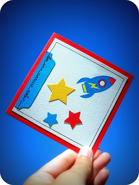 Scrapbooking boy's birthday rocket and stars card. // Carte scrap anniversaire garçon fusée et étoiles. //  https://www.facebook.com/lesmainsbaladeuses/