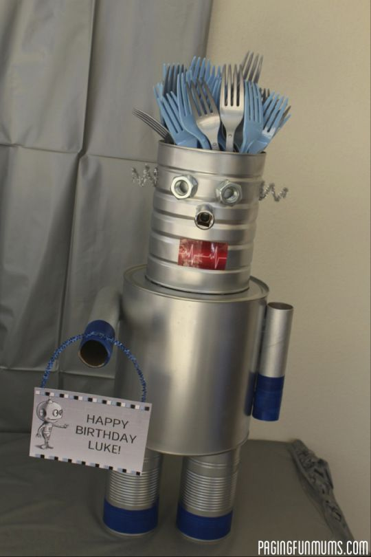 Robot Cutlery Holder - Best do-it-yourself Arduino technology projects to educate and inspire you to make great things http://appstore/iotmonitor