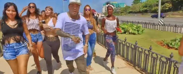 "LATIN & REGGAETON HITS 2016 - 2017 (VIDEO MIX)  REGGAETON HITS Tracklist: 01. El Chacal ""Pa' La Camara"" - 0:00 02. Chiquito Team Band ""Punto y Aparte"" - 3:13 03. IamChino, Pitbull, Yandel, El Chacal ""Ay Mi Dios"" - 6:21 04. Cosculluela & Jacob Forever ""La Dura Remix"" - 10:30 05. Fuego & J Balvin ""35 Pa' La 12"" - 15:00 06. Raulin Rodriguez #Hits #Hits2016 #Latin #Mixtape #Reggaeton #REGGAETONHITS #Video #Youtube #Musik #Hiphop #House #Webradio #Breakzfm"
