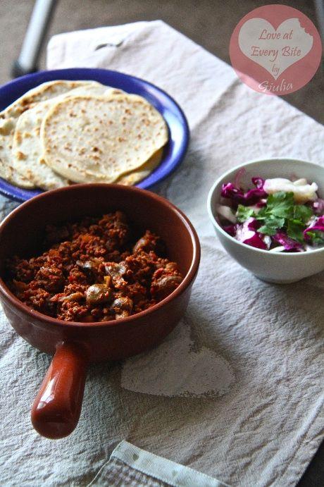 Ricetta per chilli con carne, tortillas e insalata di cavolo messicana - Recipe for chilli con carne, tortillas and mexican slaw