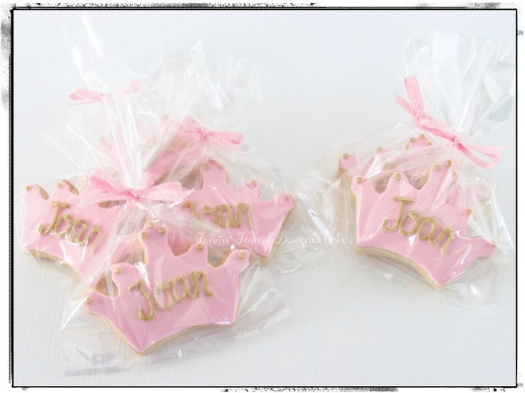 Pink and gold crown cookies.