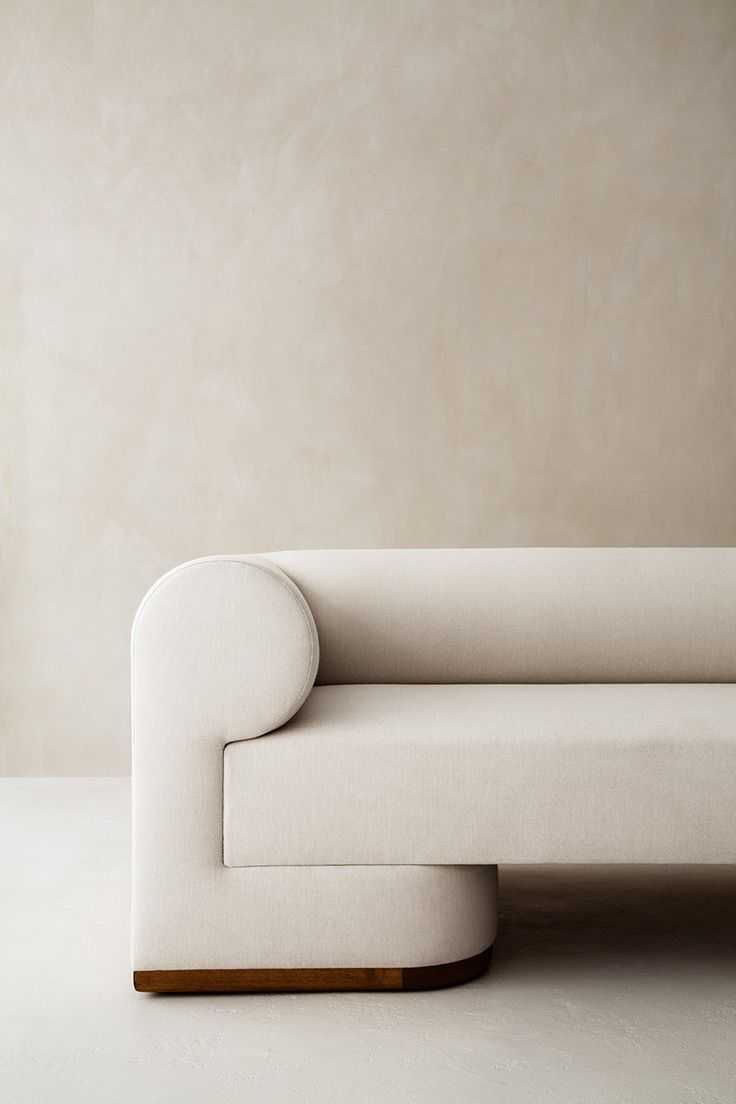 The Dahlem Sofa Explores Architectural Mass In A Refined Statement Of Modernism The Oversized Arms And Uninterrupted Silh Sofa Design Sofa Furniture Furniture