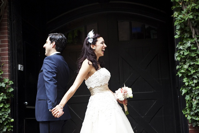 in this pre-wedding photo the bride & groom didn't actually see each other until the ceremony