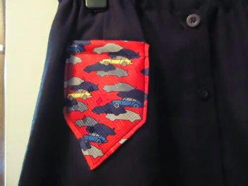 Stukje stropdas  als  zakje  op  rok