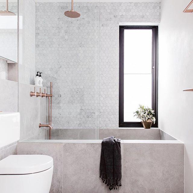 Dreamy Neutral Masculine With A Pinch Of Rose Gold Feminine Bathroom By Alexander Andco Bad Badezi Mit Bildern Badezimmer Innenausstattung Badezimmer Bad Inspiration