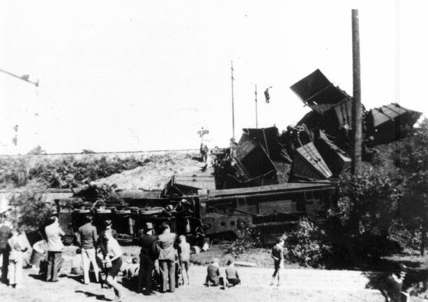 Train accident between Eastwood and Epping railway stations, 13 September 1940
