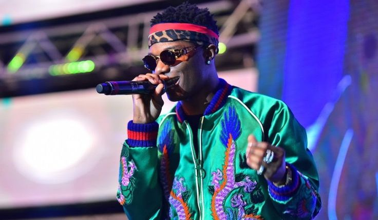 Arguably the biggest African artiste Wizkid hints at releasing 10 new songs. This he made known on his official micro-blogging page twitter few hours ago.  It remains unclear if these 10 tracks are going to be releasedas album extended play (EP) or singles back-to-back. 10 new Jamz! I been working the mega star tweeted on Wednesday evening.  One thing is however very certain Wizkidis releasing new singleproduced by fast raising musicproducer Spotless360. Next 1 produced by @spotless36O…