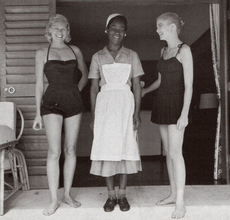 Grace Kelly and her sister Peggy with the maid — Holiday in Jamaica, 1955. Reportage by Howell Conant.