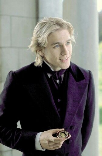 Charlie Hunnam as Nicholas Nickleby P.s.....Ha-ha :))) Europe galante ,Aye indeed :)  Nice coat...gonna rain ;)