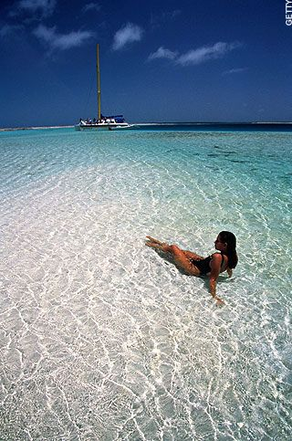 Los Roques is still one of the most beautiful places I have ever been to. I'm very lucky to have shared the experience back in 2006 with the two most important men in my life - my now husband and dad.