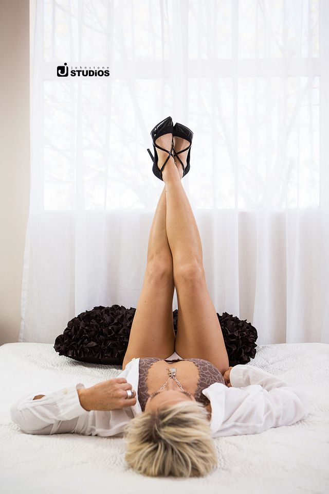 Show off your heels in this sexy, fun boudoir pose! Reno boudoir photography