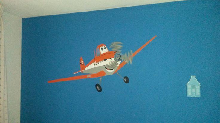 Dusty op de muur geschilderd voor zoon Tijn.