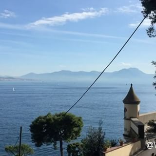 One day in Naples ❤🇮🇹 ___________________________________  @sorbillo #insolitaitalia #insolitaitaliaLeggende #Naples #loves_italia #italian_trips #ig_napoli #igersnapoli #igerscampania #verso_sud #foto_napoli #ioscatto_napoli #ig_napule #loves_napoli  #ig_campania #italia360gradi #italy_photolovers #napoliphotoproject #napoliproject #napolidavivere #napolipix #kings_villages #panorami_meridionali #italian_places #visititalia #ig_italia #ig_italy #italia365 #napoli #naples #italy